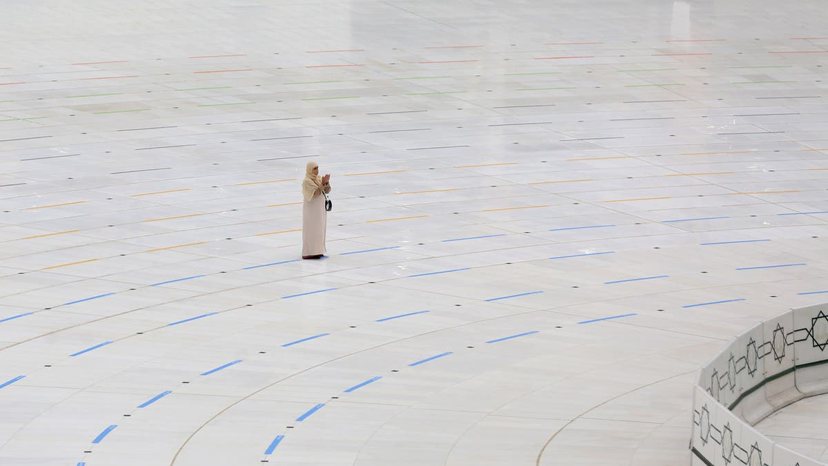 Hajj amid coronavirus: Woman prays in front of usually-crowded Kaaba thumbnail