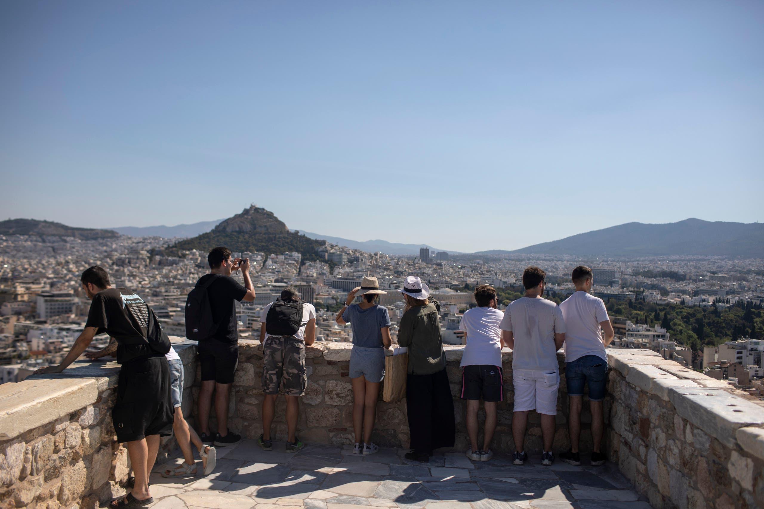 اكتظاظ معالم أثينا بالسياح الأسبوع الماضي