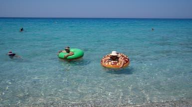 اكتظاظ شواطئ اليونان بالمصطافين.. والحكومة تفرض غرامات