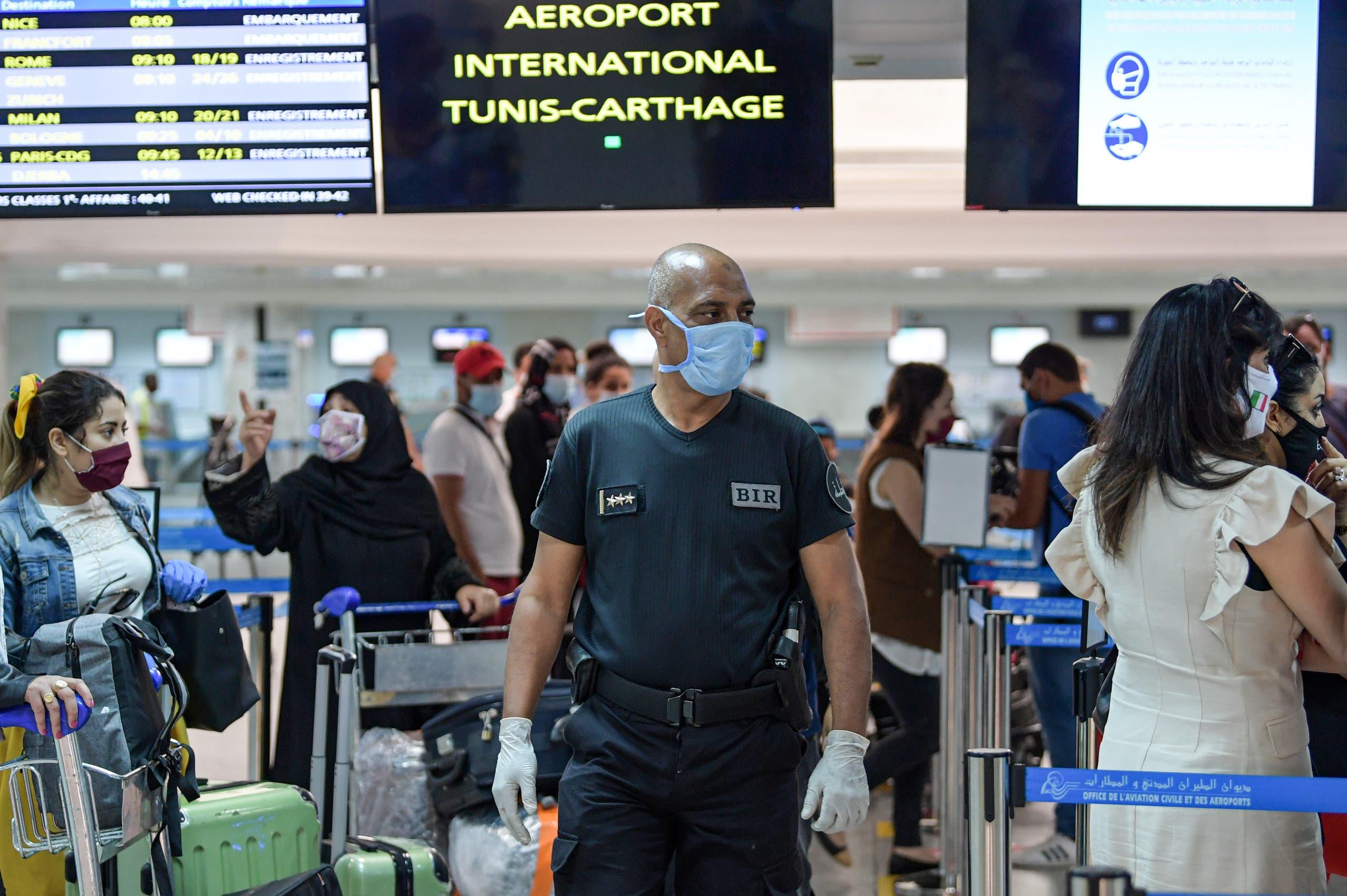 من مطار تونس