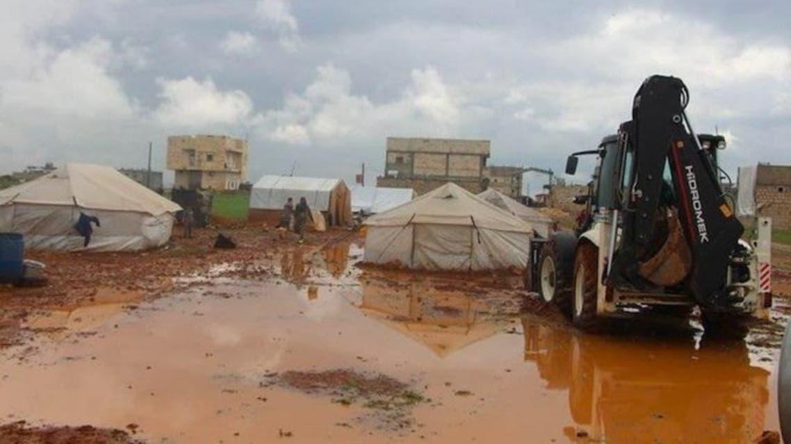 اليمن.. السيول تجرف مخيمات آلاف النازحين