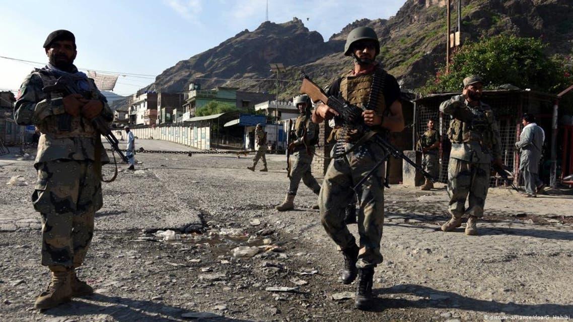 هیأت افغانستان برای بررسی حملات موشکی نظامیان پاکستانی وارد قندهار شد