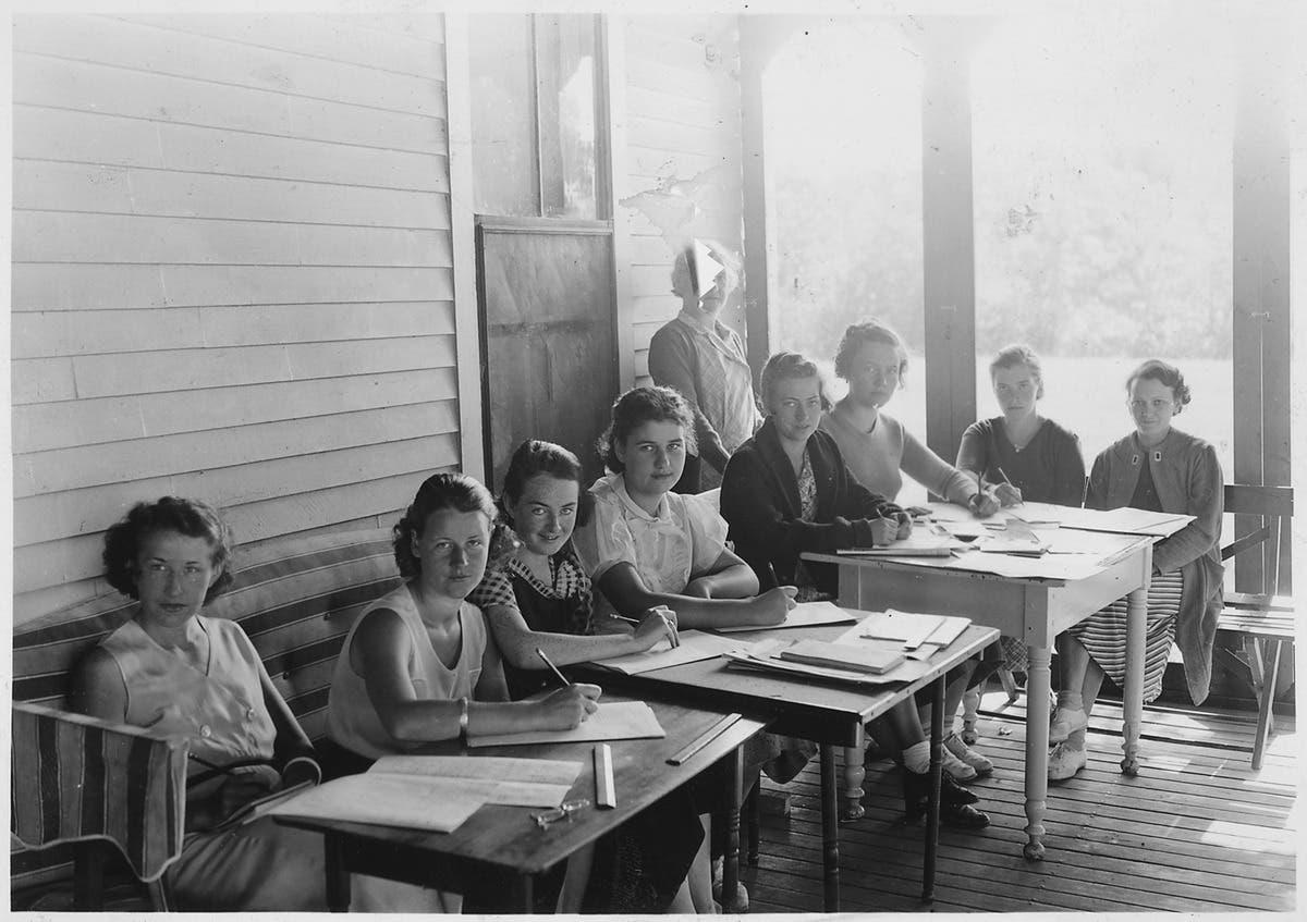 صورة من أحد المعسكرات النسائية بولاية ماين