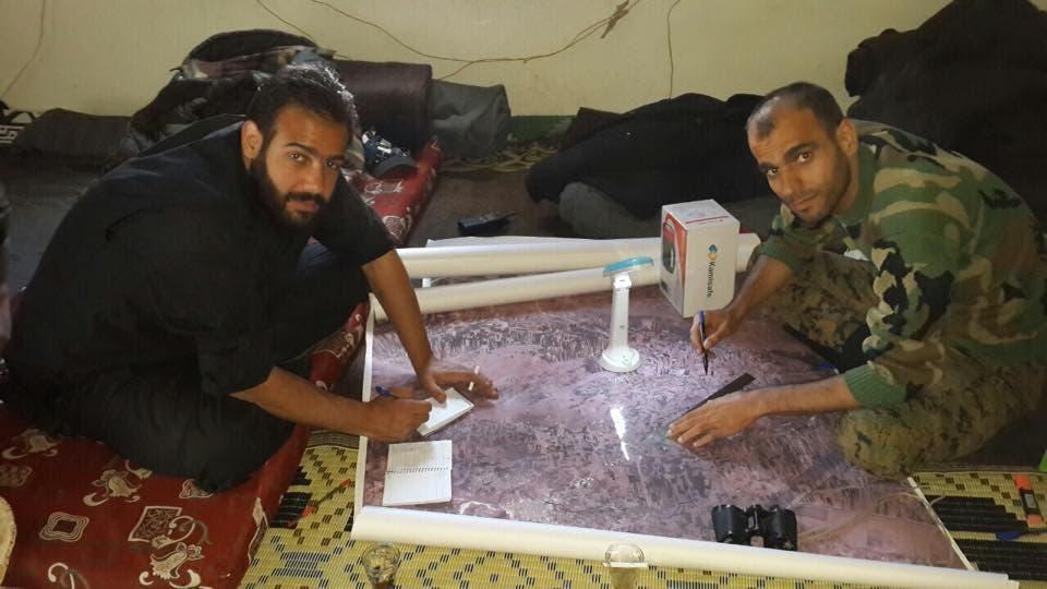 كرام الأسد على يسار الصورة