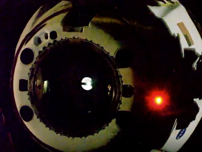 """آخر مرحلة من رحلة """"سبيس اكس"""" الأولى.. إعادة رواد الفضاء"""