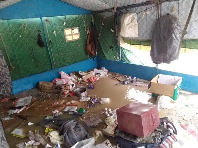 من الأضرار التي خلفتها السيول في مخيمات النازحين في اليمن