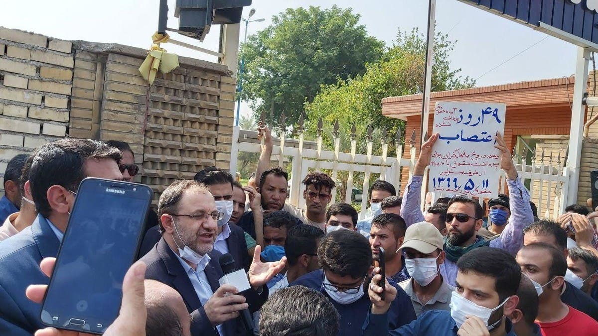 Iran strikes: Workers from oil, gas sector protest against lack of wages thumbnail