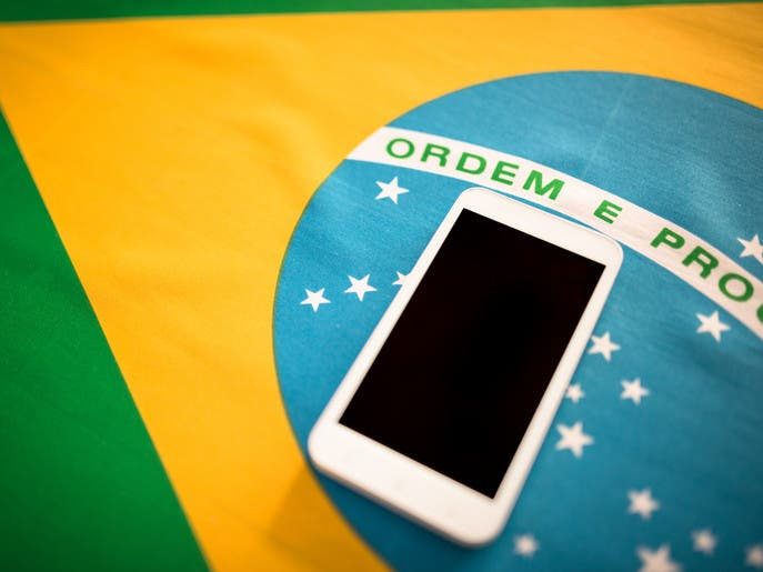 فيسبوك يرضخ لقاضٍ برازيلي ويحجب 12 حساباً مؤيداً لبولسونارو