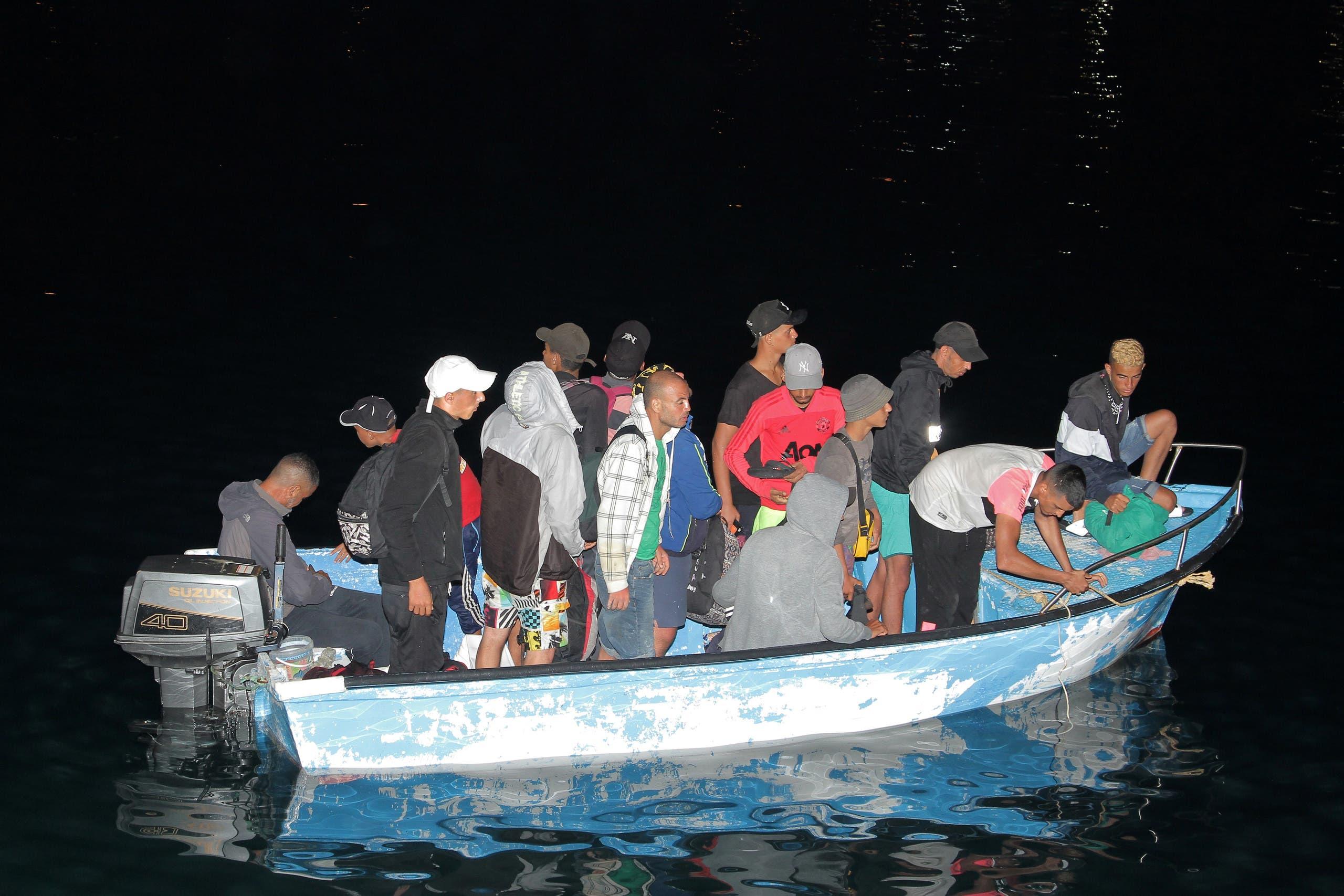 قارب مهاجرين من تونس يصل إلى لامبيدوزا