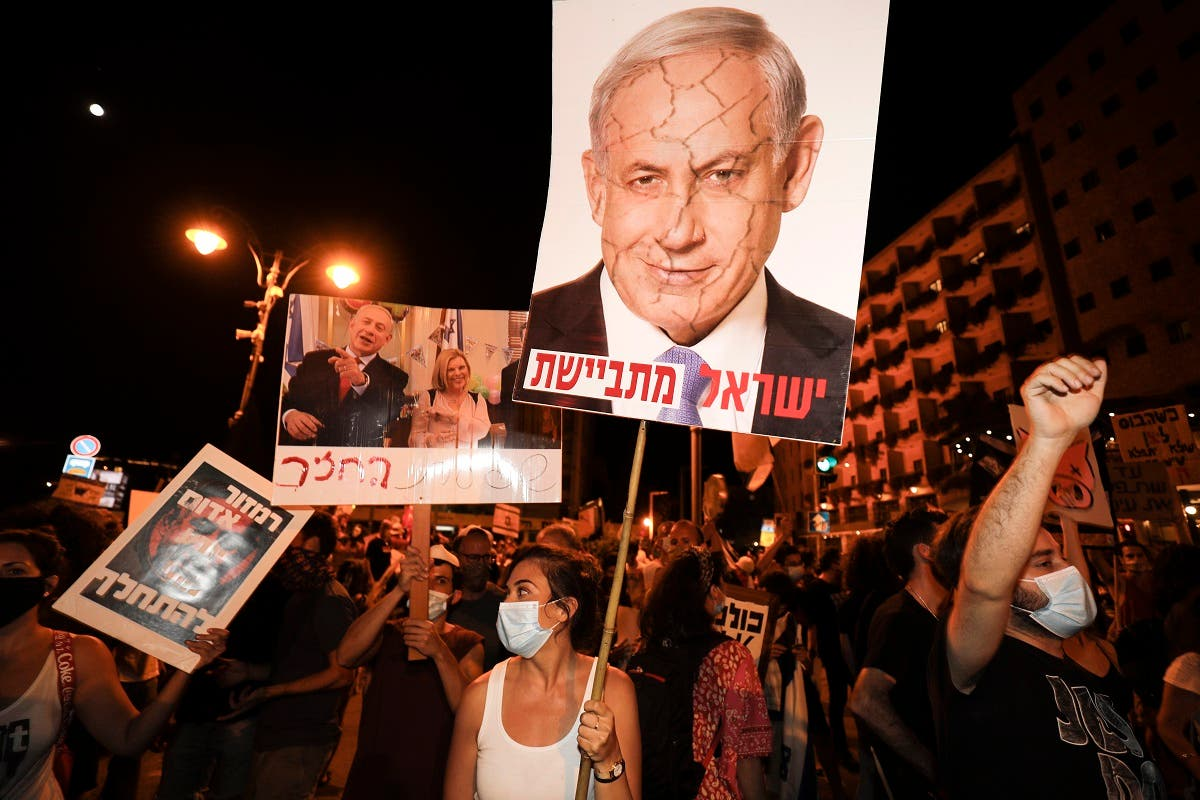 Protesters chant slogans during a demonstration of thousands against the Israeli government near the Netanyahu's residence in Jerusalem on August 2, 2020. (AFP)