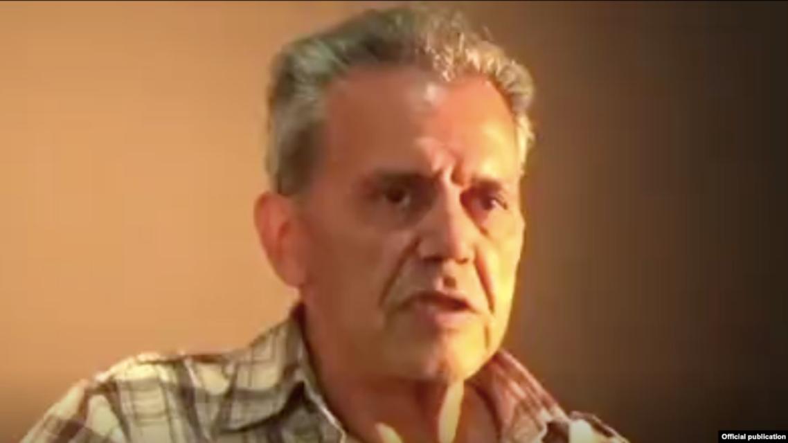لقطة من اعترافات جمشيد شارمهد على التلفزيون الايراني