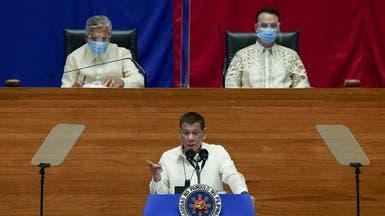 آخر صيحات الرئيس الفلبيني.. تعقيم الكمامات بالبنزين