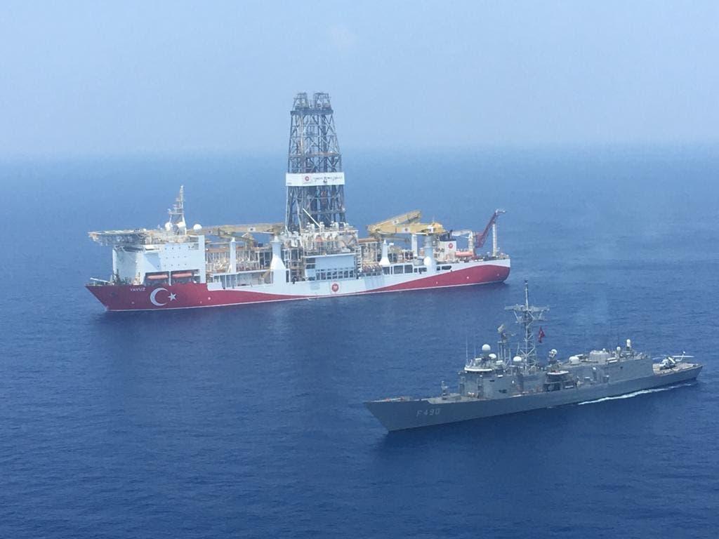 سفينة تنقيب وأخرى عسكرية تركيتان قبالة قبرص في شرق المتوسط