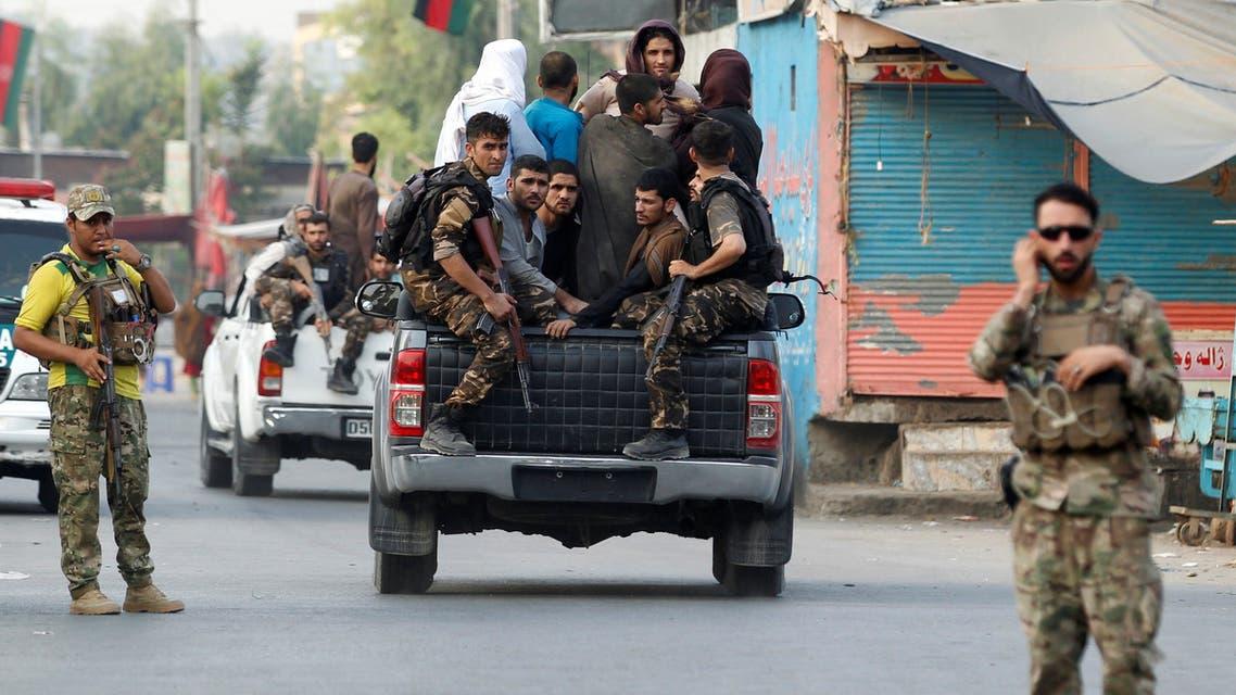 2020-08-أفراد من قوات الأمن الأفغانية تعتقل سجناء فروا من سجن بجلال أباد (رويترز)-AS3