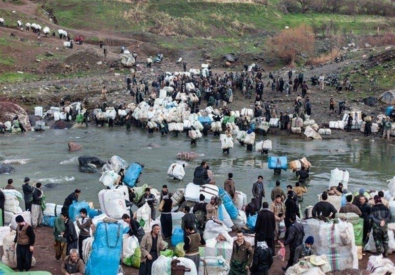 عتالون أكراد في إيران