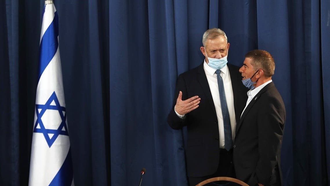 Israeli Defence Minister and Alternate Prime Minister Benny Gantz, wearing a protective face mask, speaks with speaks to Foreign Minister Gabi Ashkenazi during the weekly cabinet meeting in Jerusalem on May 31, 2020. (AFP)