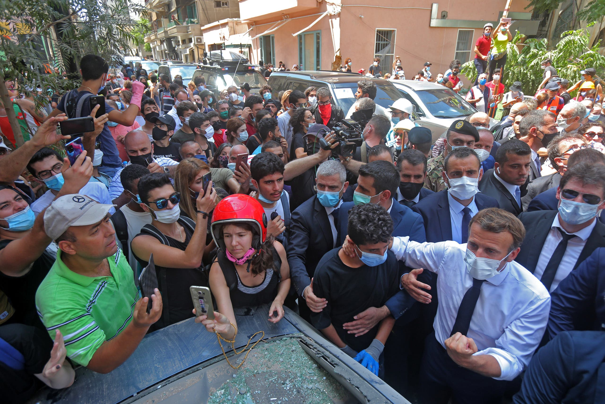 ماكرون خلال زيارته بيروت