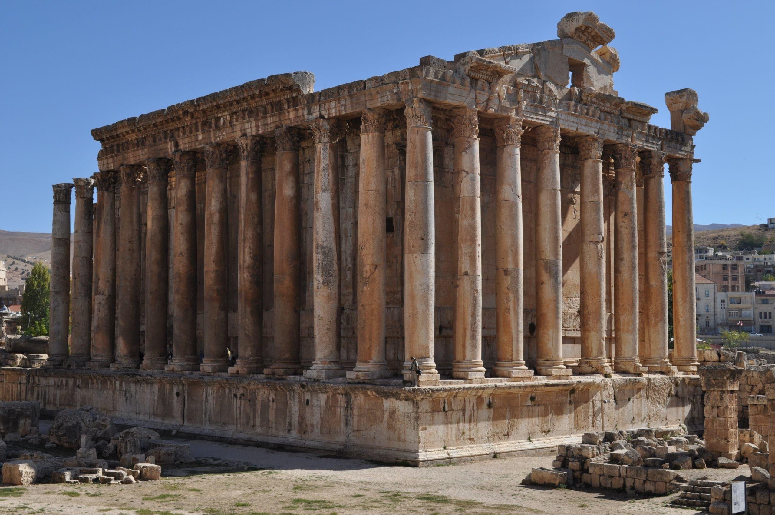 جانب من الآثار الرومانية بلبنان