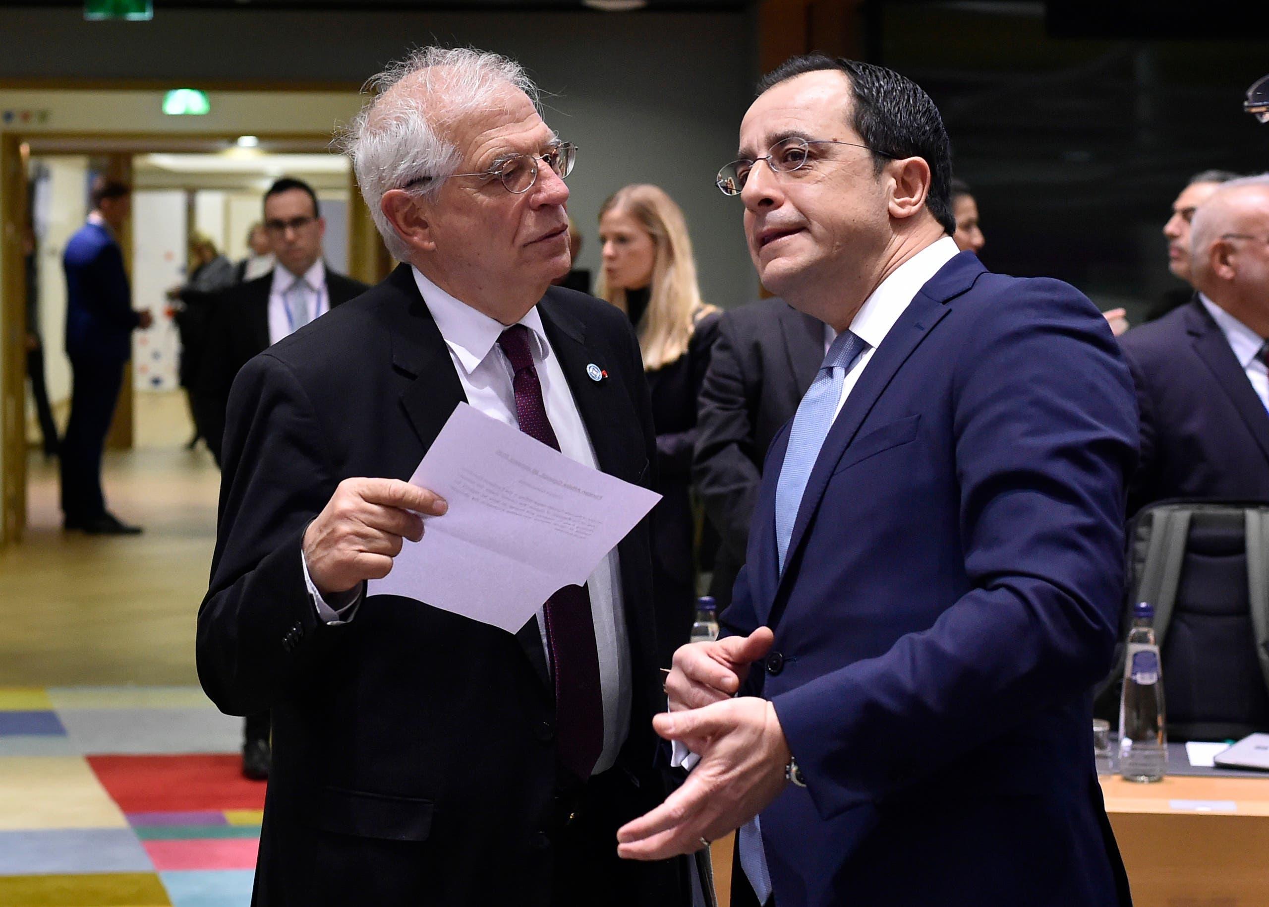 وزير الخارجية القبرصي نيكوس خريستودوليديس مع مفوض العلاقات الخارجية بالاتحاد الأوروبي جوريف بوريل