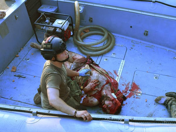 صارع 30 ساعة في البحر.. شاب قذفه انفجار بيروت أمتارا