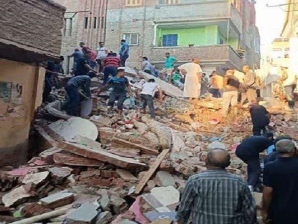 جثث تحت الركام.. انهيار مبنى سكني في مصر والسلطات تحقق