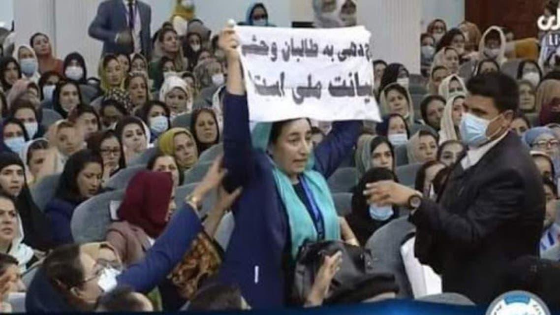 افغانستان؛ واکنشها به لتوکوب عضو پارلمان در لویه جرگه صلح