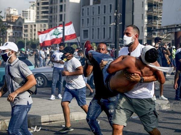 """شاهد إصابة مصور """"العربية"""" باشتباكات بيروت على الهواء"""