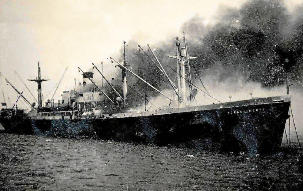 سفينة أوسيان ليبرتي قبل انفجارها ببريست الفرنسية