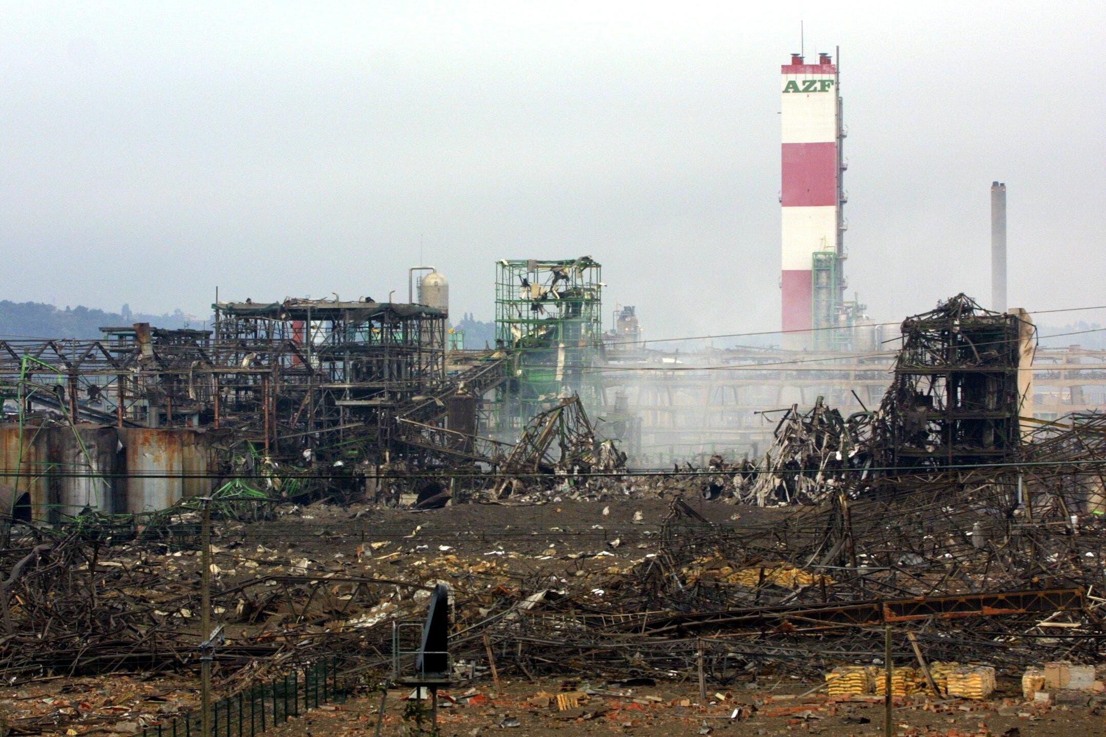 المجمع الكيميائي بتولوز الفرنسية عقب الانفجار