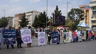 تصویری؛ دهها تن از شهروندان افغان در کابل از اعتراض بلقیس روشن حمایت کردند