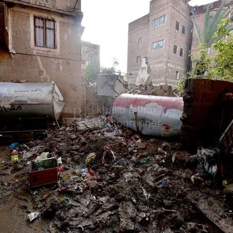 ضمن التراث العالمي.. صور لانهيار منزل البردوني في صنعاء