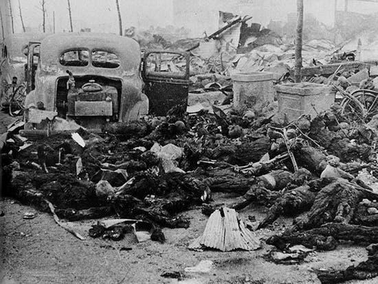 جانب من الجثث المتفحمة بمدينة ناغازاكي عقب استهدافها بالقنبلة الذرية