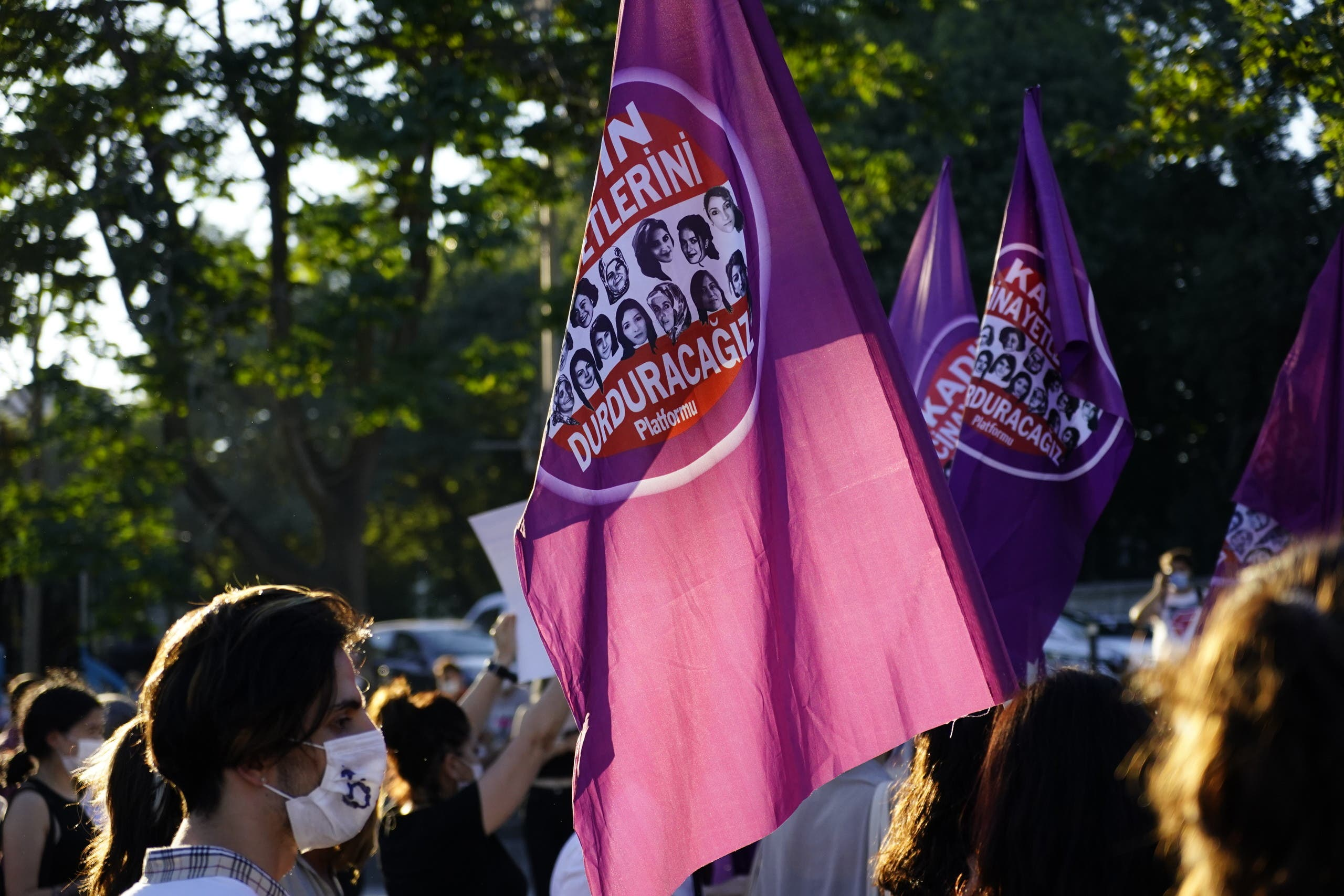 متظاهرات يرفضن انسحاب أنقرة من معاهدة اسطنبول