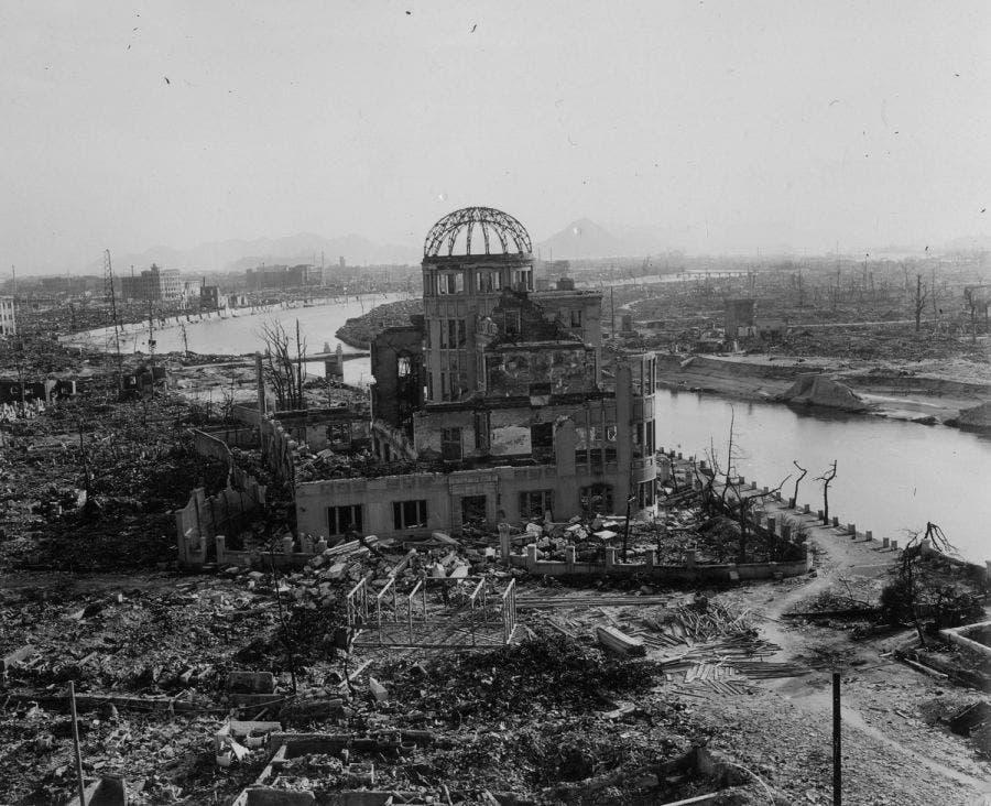 جانب من الخراب الذي لحق بمدينة هيروشيما عقب قصفها بالقنبلة الذرية
