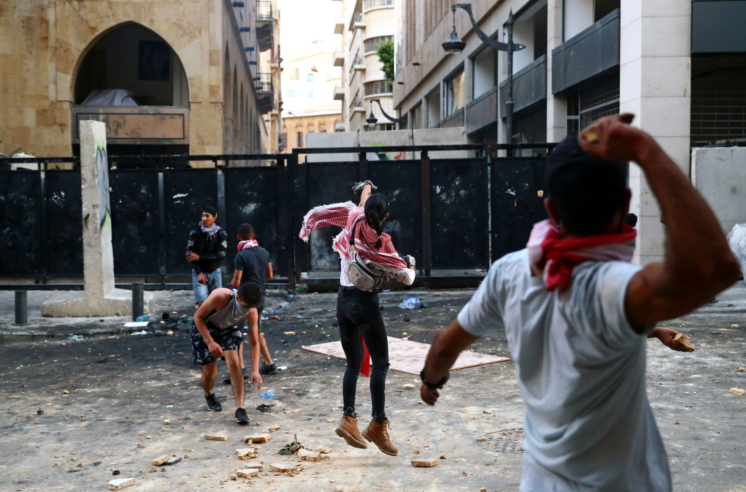 من التظاهرات وسط بيروت