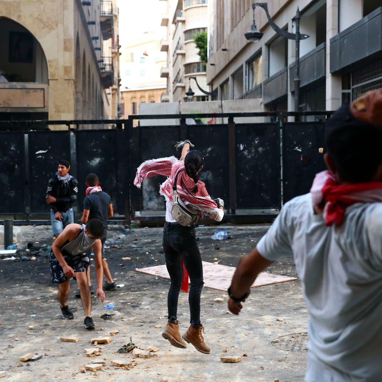 مواجهات في وسط بيروت.. ودعوات لانتفاضة لا تتوقف