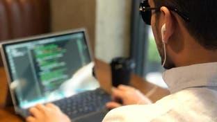 """قصة شاب سعودي يقدم دورات في """"البرمجة"""" للمكفوفين"""