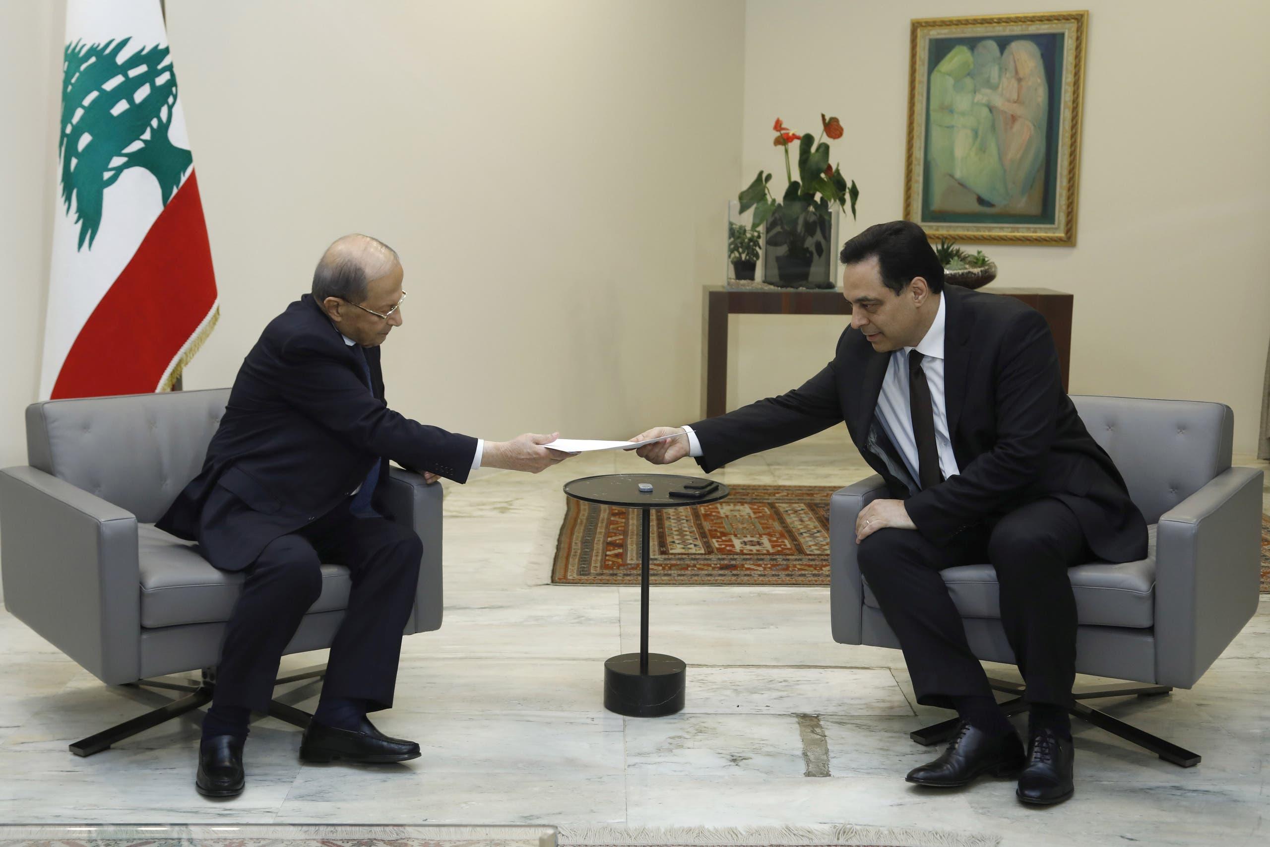 حسان دياب يقدم استقالته للرئيس ميشيل عون