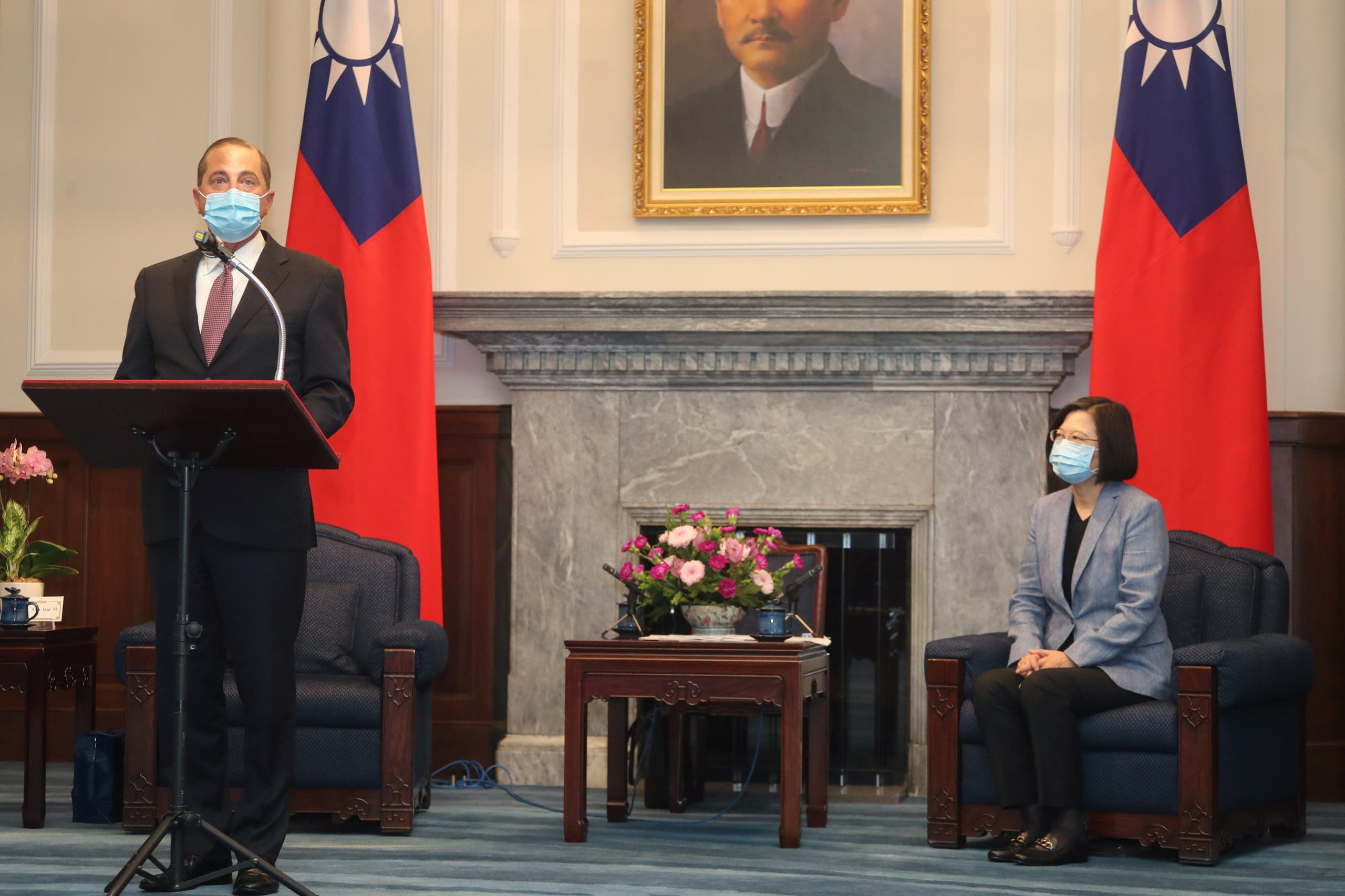 من لقاء رئيسة تايوان تساي انغ-وين ووزير الصحة الأميركي أليكس عازار