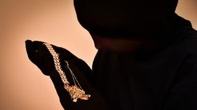 لص يفضح برلمانياً سورياً.. ثروة من الذهب في منزله!