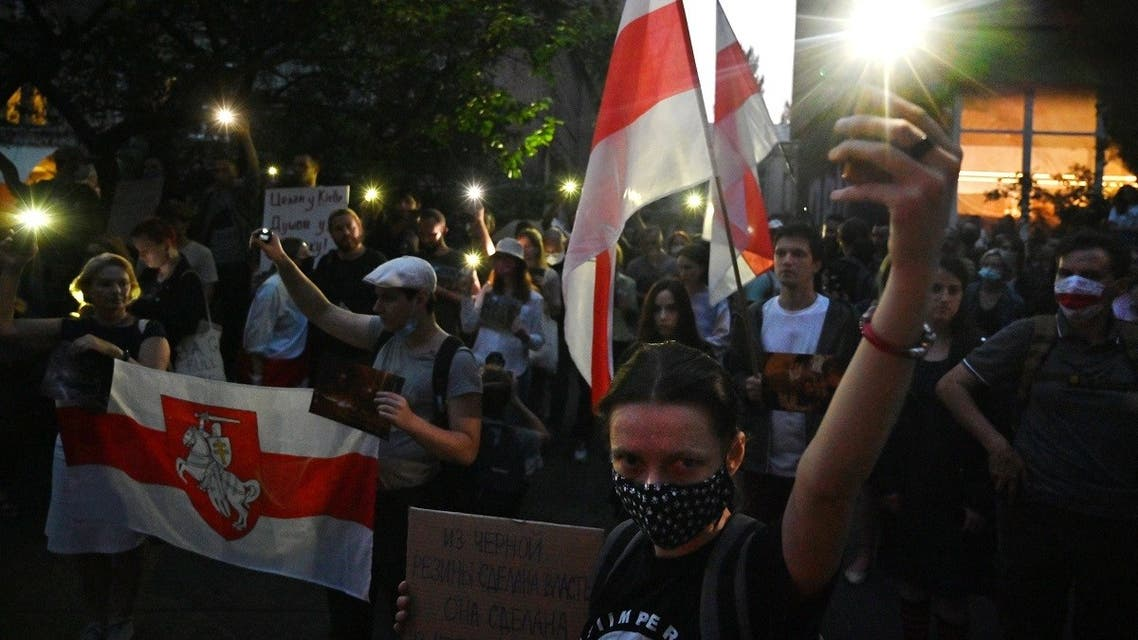 0Members of the Belarus diaspora turn on flashlights on their phones during a rally in support of Belarusians protesting vote rigging in the presidential election, outside the Belarusian embassy in Kiev on August 11, 2020. (AFP)00_1WF9FR