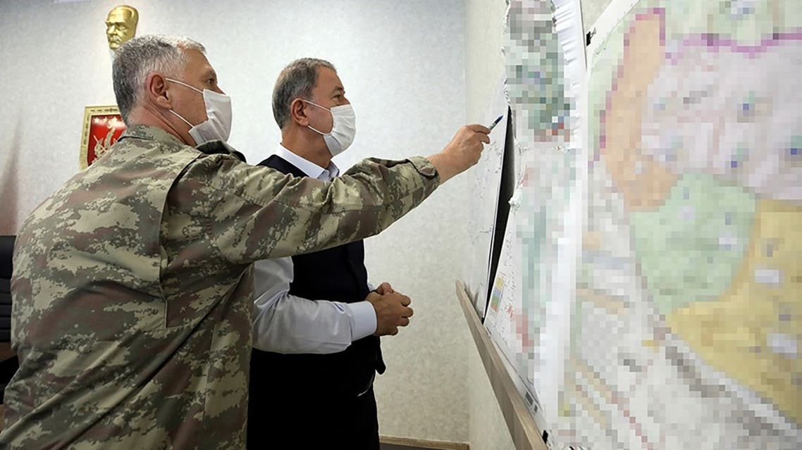 """This handout picture released on June 15, 2020 shows Turkish Defense Minister Hulusi Akar (R) and army commanders following the Operation """"Claw-Eagle"""" against Kurdish rebels in northern Iraq. (AFP)"""
