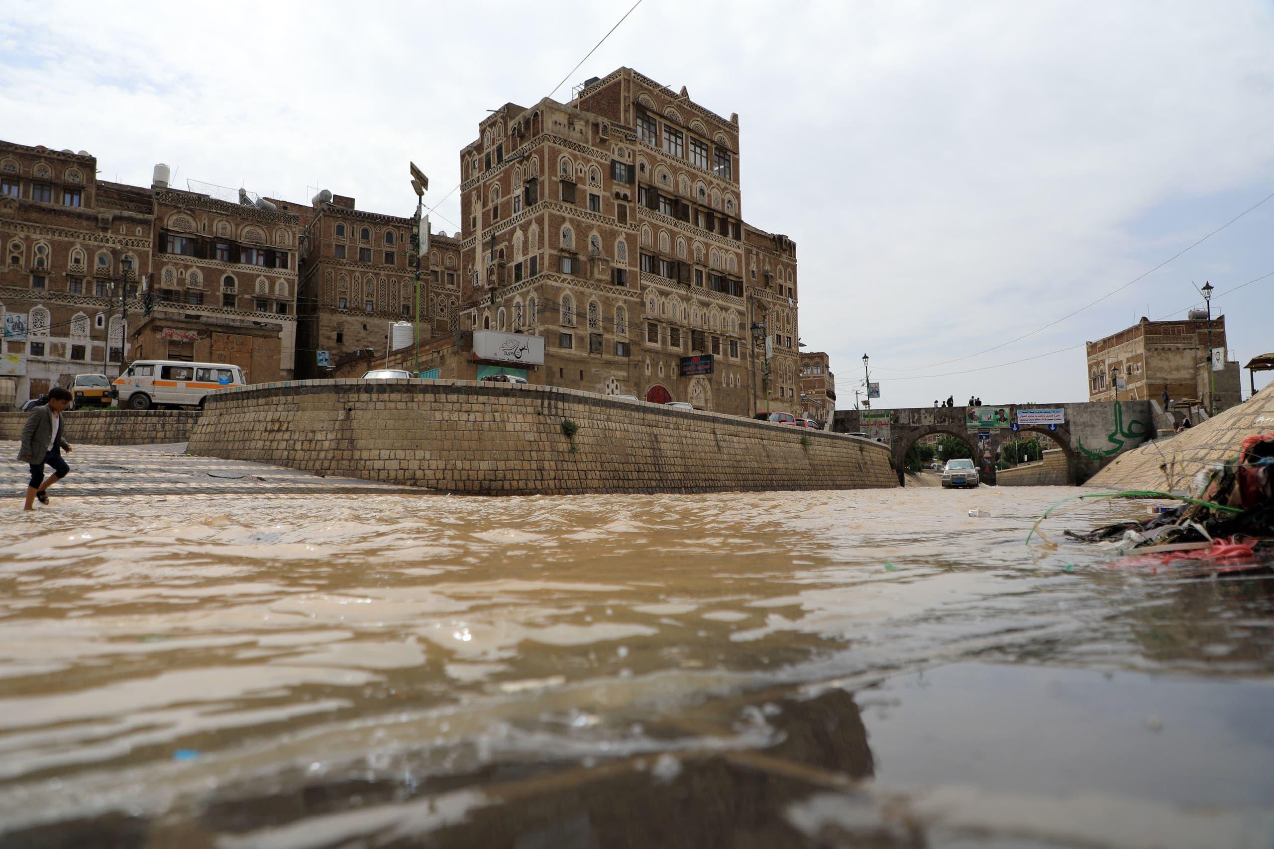 بالصور : الأمطار والسيول تغرق اليمن.. ووفاة 172 شخصاً   المركز السوري للطقس والمناخ