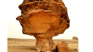 رحالة سعودي يكتشف 250 معلماً طبيعياً و50 عقبة جبلية