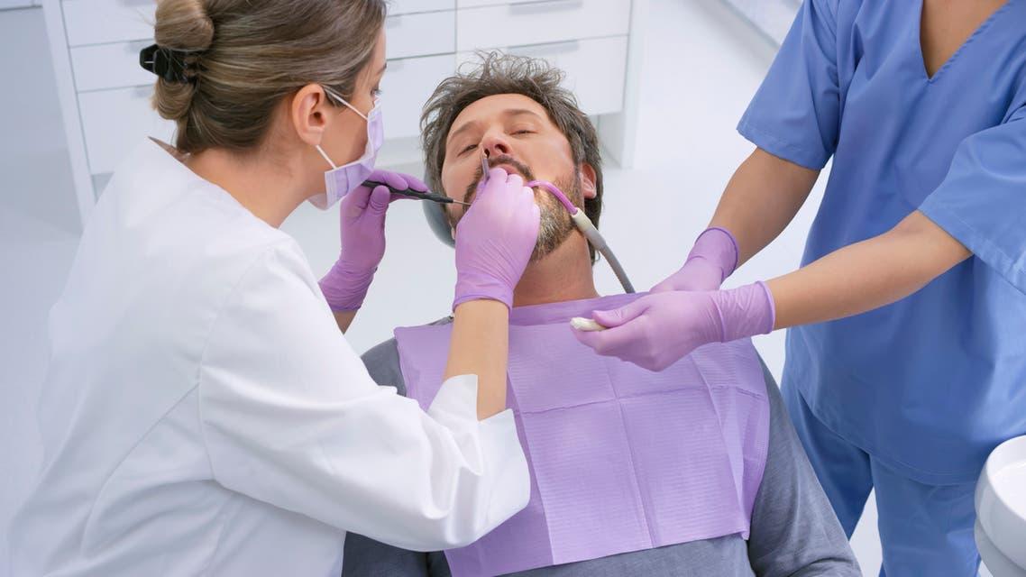 طبيب الأسنان (istock )