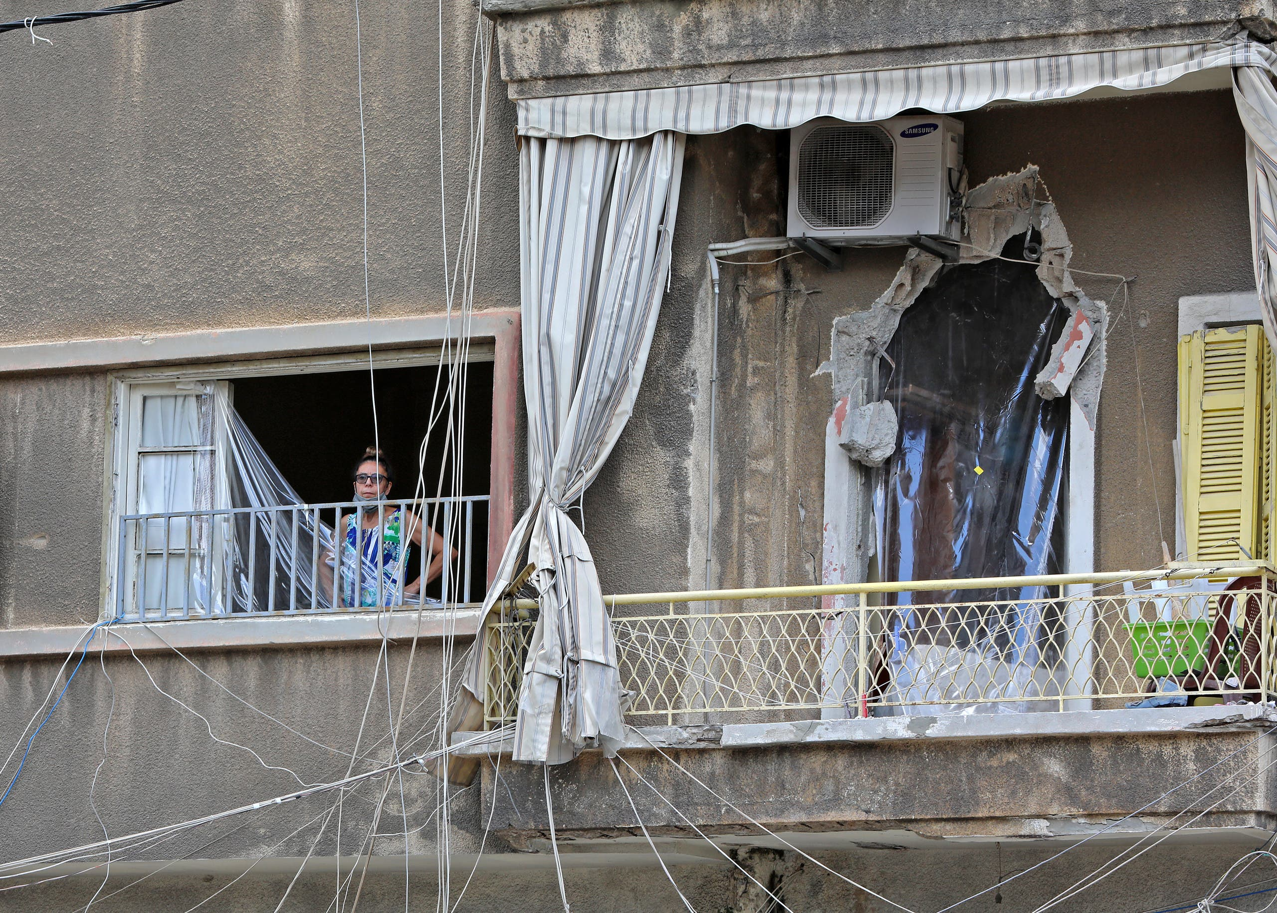 منزل متضرر من الانفجار