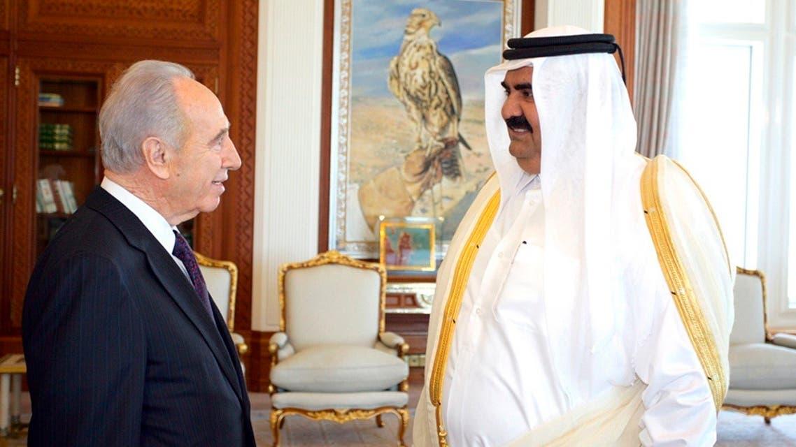 Qatar's Emir Sheikh Hamad bin Khalifa al-Thani greets Israel's then-vice Prime Minister Shimon Peres in Doha on January 30, 2007.. (File photo: Reuters)