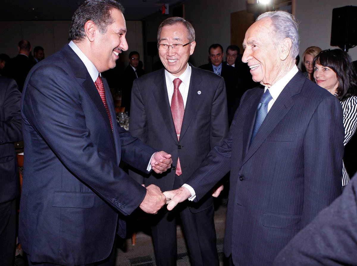 First Deputy Prime Minister and Foreign Minister of Qatar Sheikh Tamin bin Hamad bin Khalifa Al Thani shakes hand with Israel's President Shimon Peres (R) as U.N. Secretary General Ban Ki-moon (C) watches, during a dinner at United Nations Headquarters, in New York, November 11, 2008. (Reuters)
