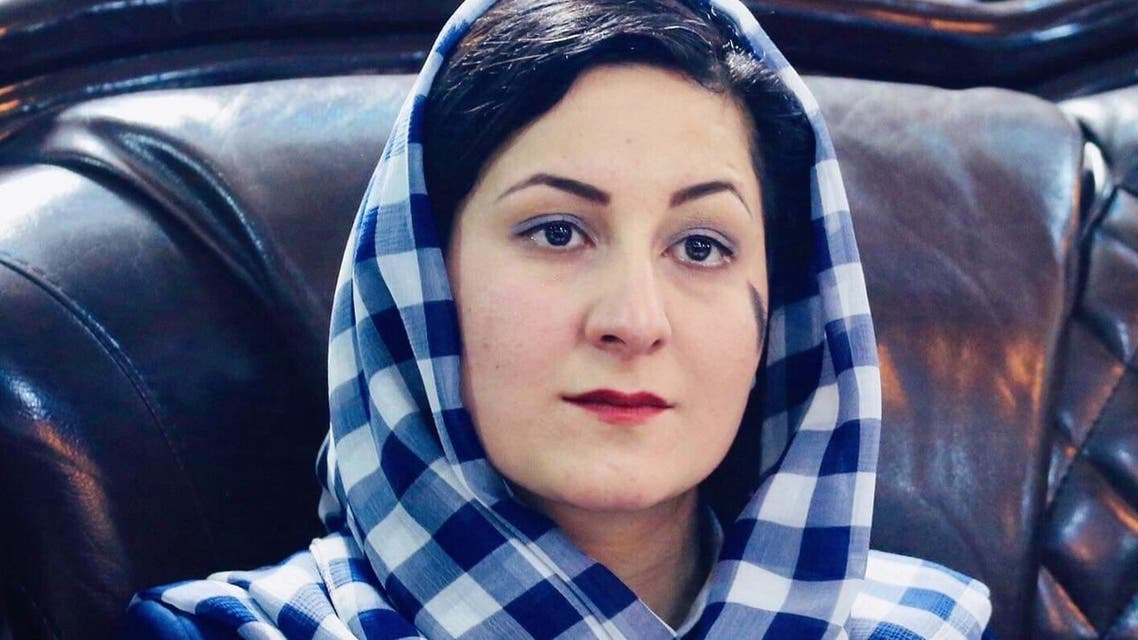 چرا این بانوی افغان هویت اصلیاش را پنهان کرد و ناماش را تغییر داد؟