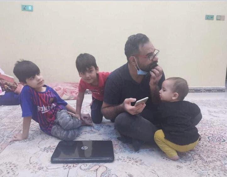 تحسين أسامة الخفاجي مع 3 من أبنائه